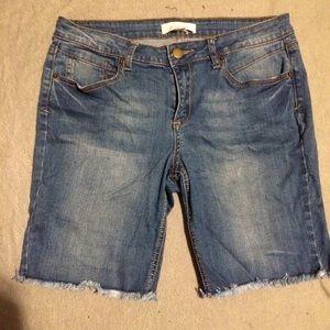 Low rise Bermuda shorts
